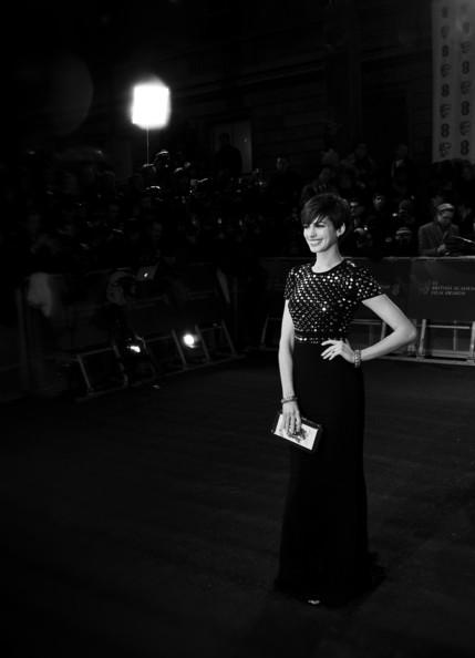 Anne Hathaway in Burberry at the 2013 BAFTAs on Exshoesme.com. Photo by Gareth Cattermole Getty Images Europe