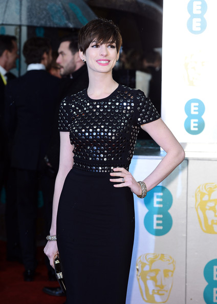 Anne Hathaway in Burberry at the 2013 BAFTAs on Exshoesme.com. Photo by Ian Gavan Getty Images Europe