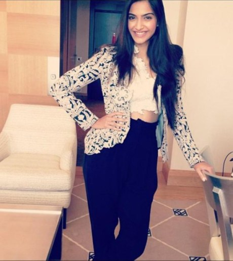 Sonam Kapoor in Anamika Khanna at the 2013 Cannes Film Festival on Exshoesme.com. Twitter photo.
