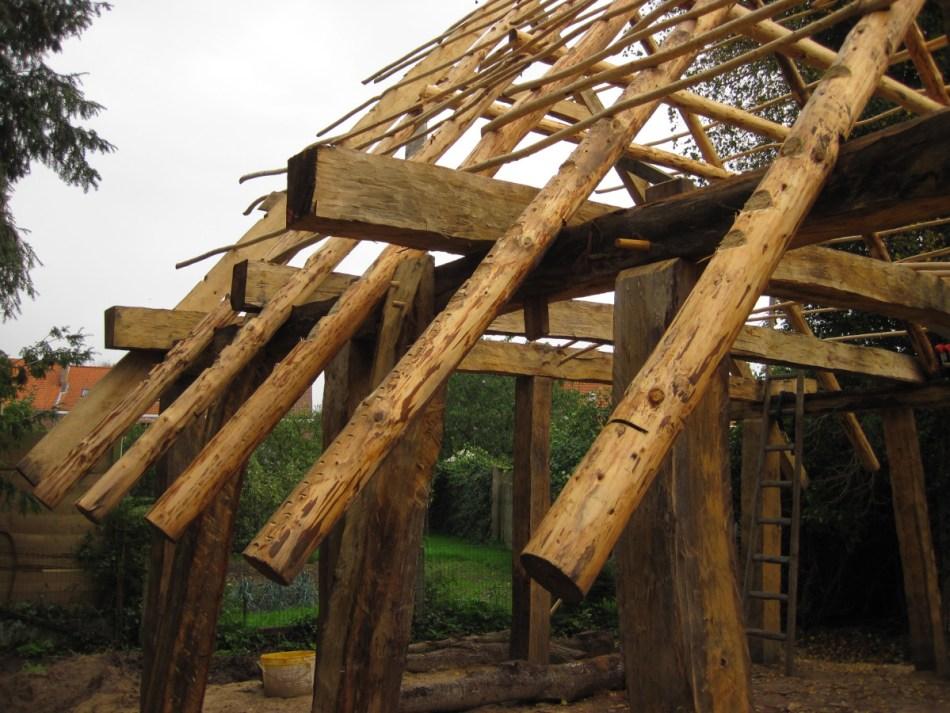Heel het geraamte werd uit stevig en waterbestendig eikenhout gemaakt. Enkel de spanten van het dak zijn gemaakt van licht dennenhout © Raakvlak