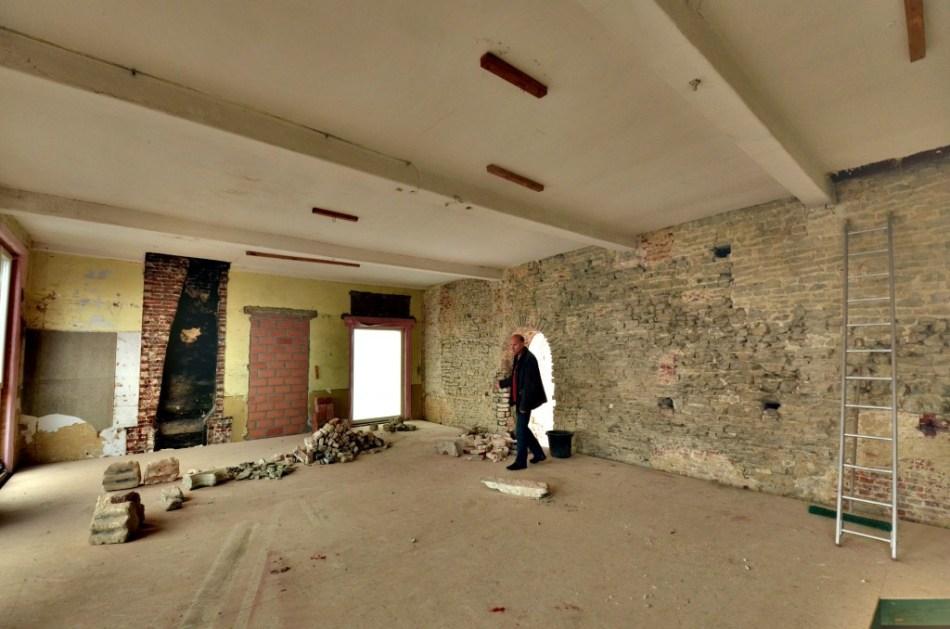 De prachtige natuurstenen muur zal ook na de verbouwingen zichtbaar blijven © Muriël Verboven