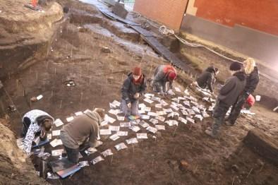 De opgraving in het Deense Ribe lijkt niet groot, maar is wel voorzien van alle moderne technieken en levert baanbrekende resultaten op © Northern Emporium