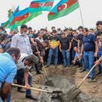 oldatul azer Vugar Sadygov, ucis în confruntările din data de 12 iulie dintre Armenia și Azerbaidjan, este îngropat în districtul Agstafa din Azerbaidjan. Sursa foto: Profimedia Images