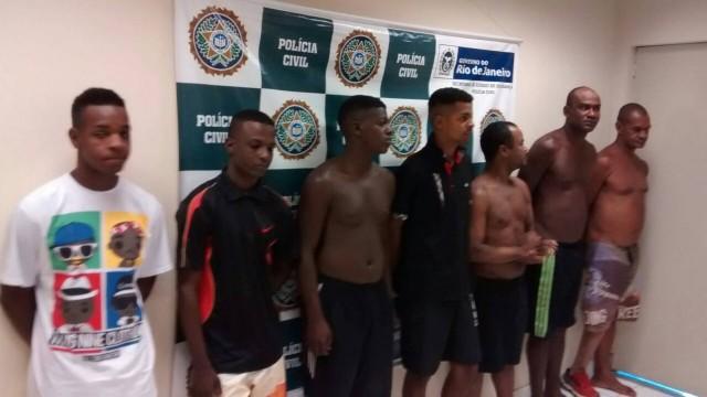 Os cinco dos presos durante a operação na Favela São José