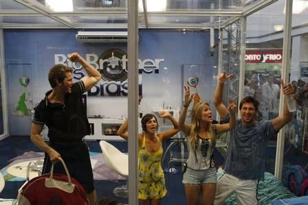"Daniel, Maíra, Josiane e Emanuel na primeira Casa de Vidro do ""BBB 9"", no Shopping Via Parque"