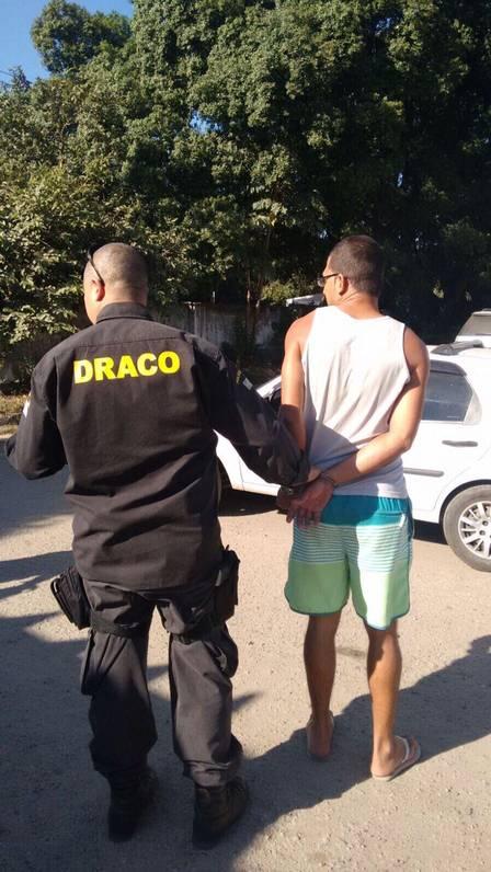 Dono de estacionamento onde foi encontrado carro clonado é preso em flagrante em Santa Cruz