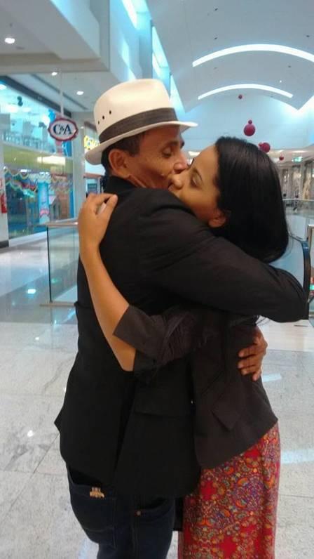 Em meio a polêmica, Stefhany posta foto com o marido em shopping