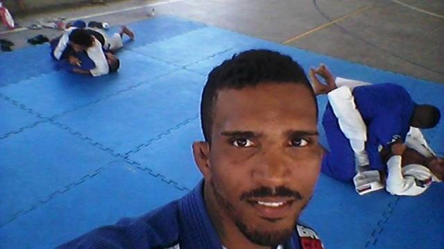 Thiago dava aulas de jiu-jitsu numa ação social