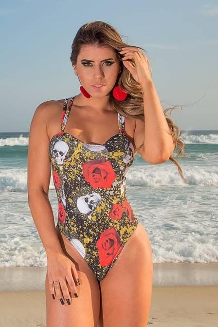 Thais Bianca posa para campanha da marca Luma Beach