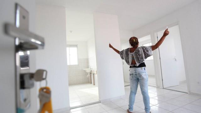 Denise* comemora a chance de ter uma casa para recomeçar