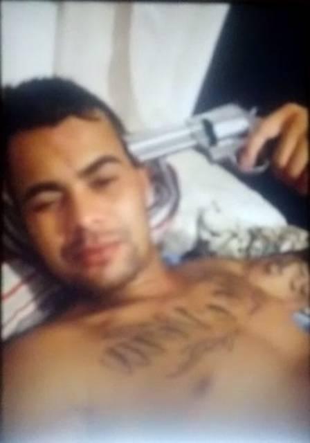 Policial transmitiu suicídio em rede social