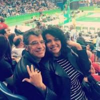 Namorada do ator Paulo Betti, Dadá Coelho posta foto nua na cachoeira