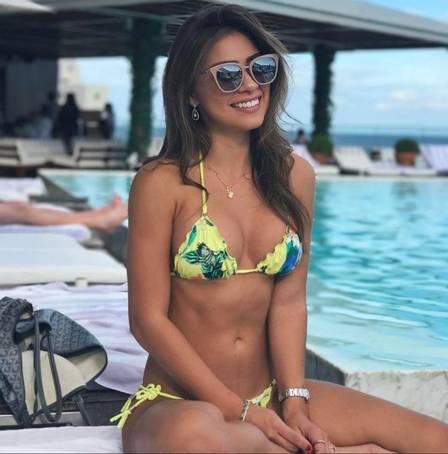 Gabriella Lenzi, após o toco, na piscina do Fasano
