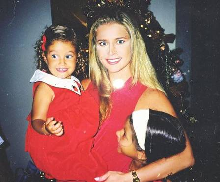 Bárbara Cruz da Cunha no colo da mãe Cláudia
