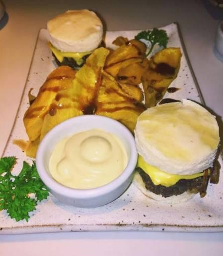 No dia 30 de março, data de condenação de Cunha a 15 anos de prisão, Bárbara esteve no restaurante Gurumê e postou a foto do belo prato