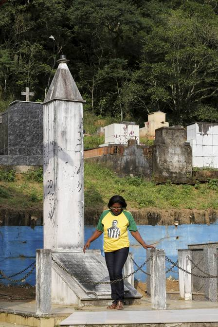 infochpdpict000068020808 - Cemitério na Baixada Fluminense não sabe onde está sepultado corpo de Garrincha