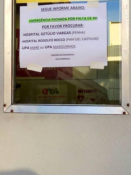 Cartaz colado nesta segunda-feira na porta da emergência avisa para o fechamento do setor por falta de RH (recursos humanos)
