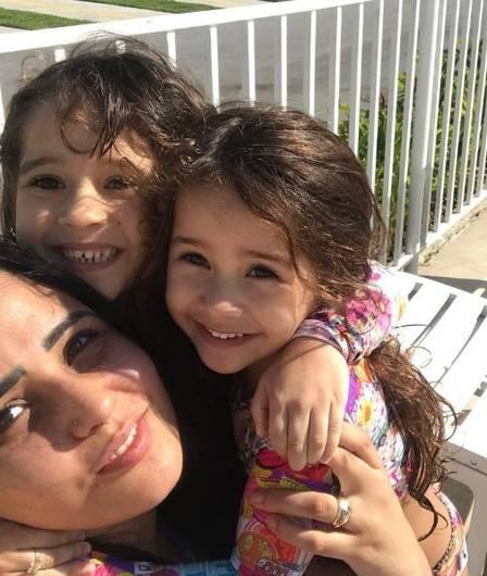 Perlla e as filhas Pietra e Pérola