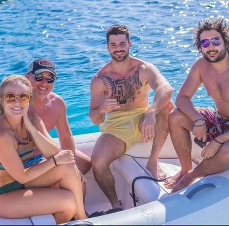 Angélica e Luciano Huck passeiam de barco na Itália