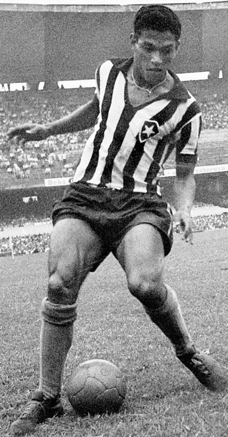 Garrincha jogando pelo Botago. Foto de Manoel Soares / Agência O Globo