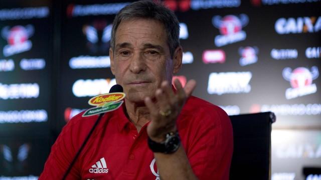 Paulo Cesar Carpegiani foi apresentado como novo técnico do Flamengo