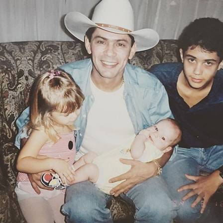 Leandro with three of the four children: Lyandra, Thiago and the youngest, Leandrinho
