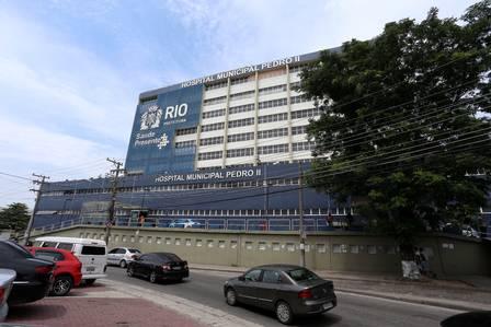 Hospital Pedro II, em Santa Cruz, sofre com a falta de pessoal e insumos
