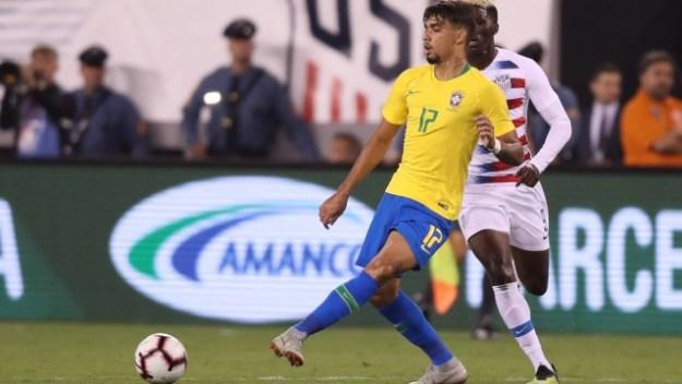 Paquetá em ação pela seleção brasileira