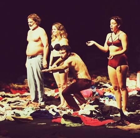 xleandra leal claudia abreu1.jpg.pagespeed.ic.vf l5ulYji - Leandra Leal e Claudia Abreu surgem em palco apenas de lingerie