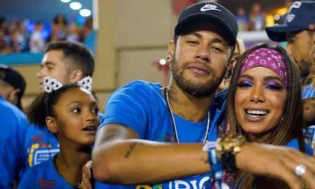 Anitta e Neymar trocaram beijos no carnaval 2019
