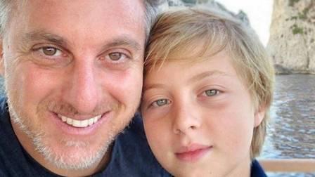 xhuck 1.jpg.pagespeed.ic.Lhy0jMSokm - APÓS ACIDENTE NO MAR: Benício, filho de Luciano Huck e Angélica, recebe alta hospitalar