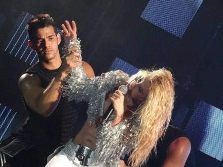 Leicy no palco com Joelma