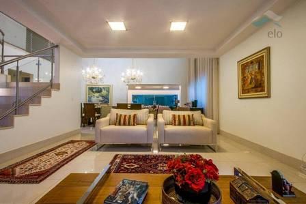 Former de Bolsonaro and son Jair Renan move to a mansion in Brasília