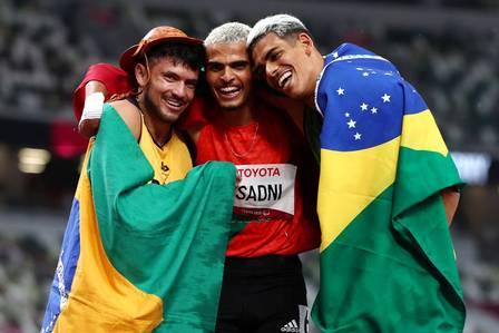 Ayoub Sadini, Ruan Thomaz Ruan de Moraes and Petrúcio Ferreira celebrate podium in athletics