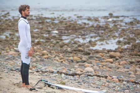 Surfista Alejo Muniz usará roupa com escudo do Santos no WCT do Rio de Janeiro