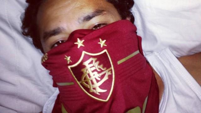 Mesmo de madrugada, Fred aderiu à brincadeira e postou uma foto de talibã tricolor
