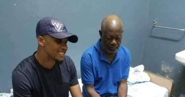 Samuel Eto'o visita Norbert Owona no hospital