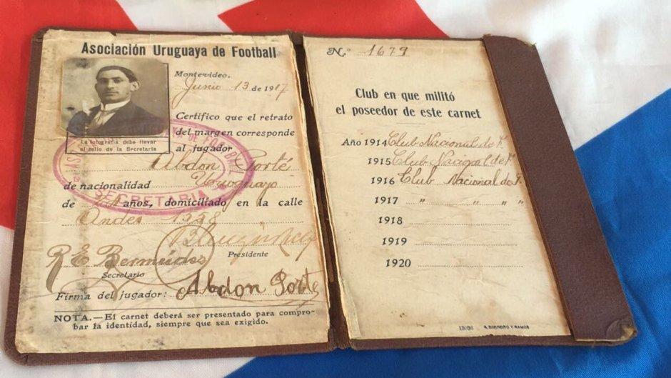 Registro de Abdón Porte na Associação Uruguaia de Futebol.