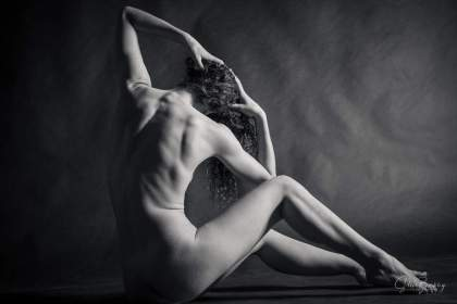 Vivain Cove is an extraordinary art model and movement artist based in Santa Cruz, California. She creates compelling work with her dance technique, muscular tone, acrobatic capabilities, and desire for experimentation. Shot at Little Boxes Theater, in San Francisco, CA.