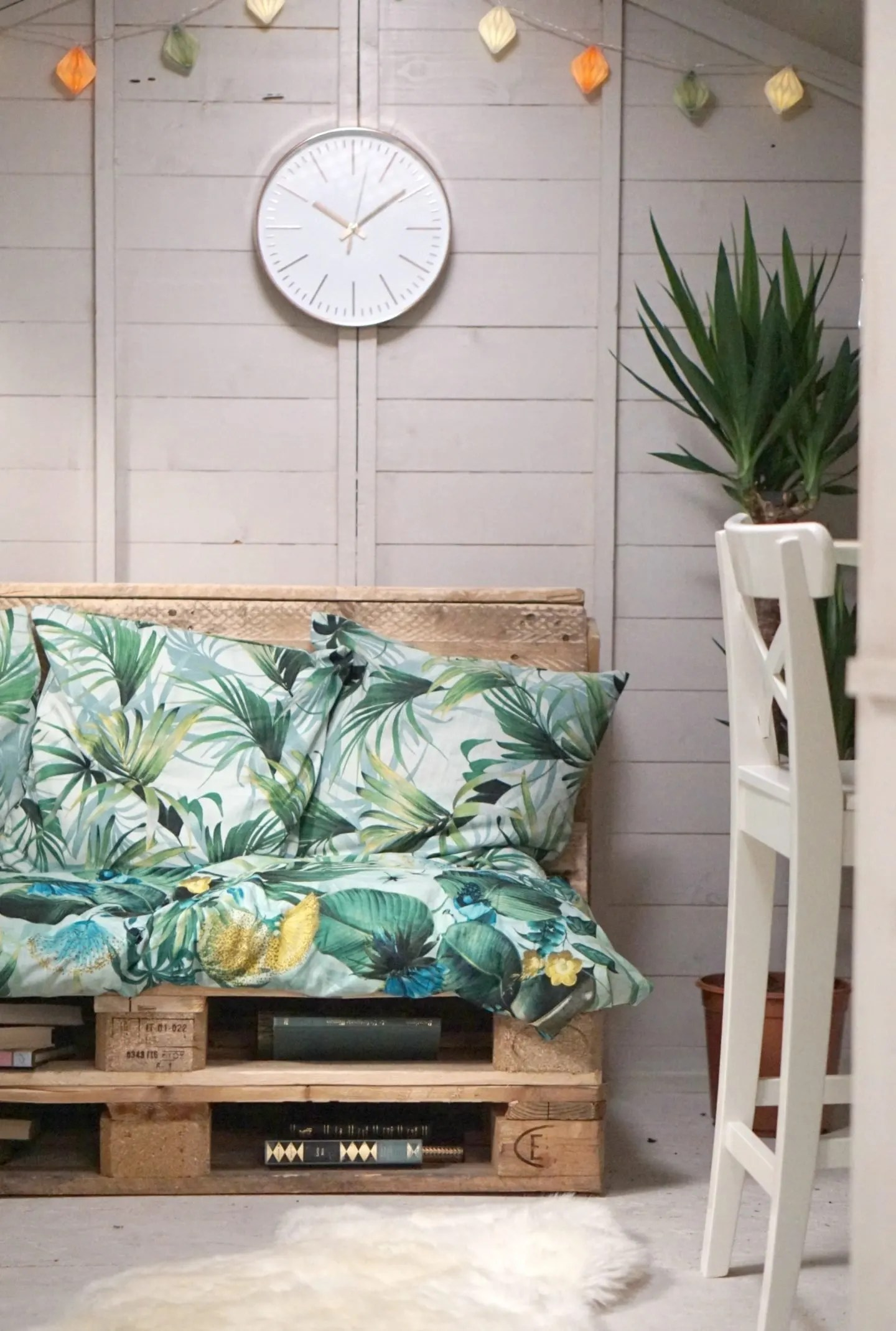 Up cycling pallet's into a garden sofa and decorating an outdoor shed extraordinarychaos.com