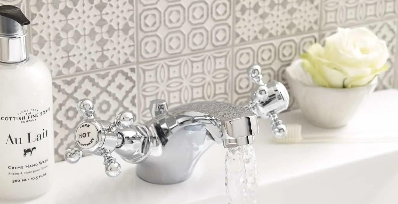 Four Ways To Create An Authentic Vintage Bathroom Look