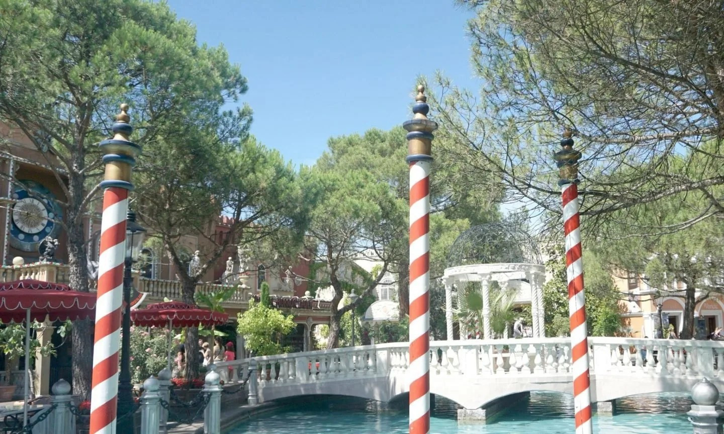 Wandering through what feel like Venice is but with wondeful rides to keep the kids happy is the best feeling at Europa-Park www.extraordinarychaos.com
