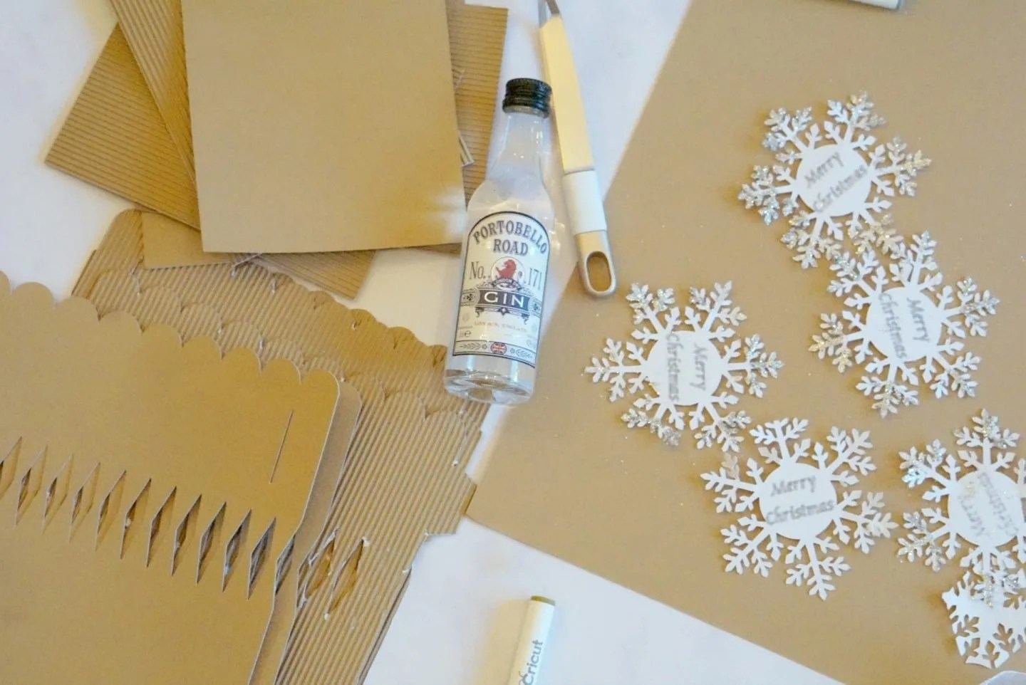 Make your own Christmas Crackers www.extraordinarychaos.com