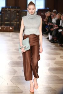 aw-2016_mercedes-benz-fashion-week-berlin_de_0002_marina-hoermanseder_62105_fashionshow_article_portrait