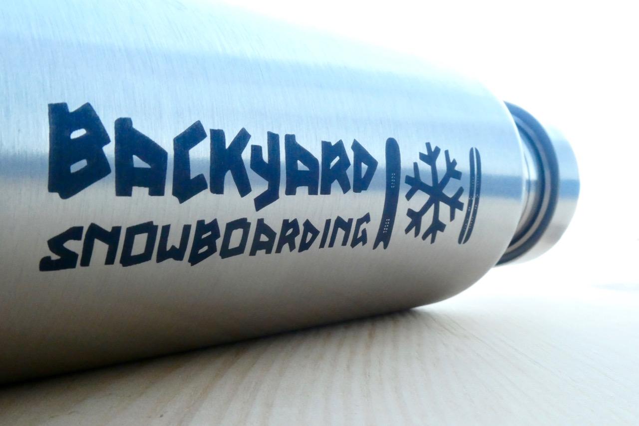 extremnormal® Trinkwasserflasche #2 Backyard Snowboarding Kooperation