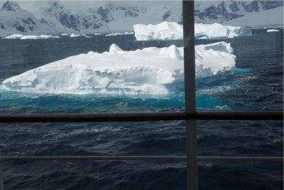Icebergs spectacularly near the ship