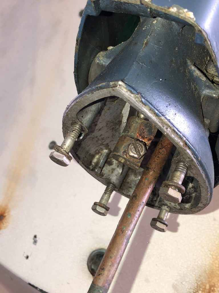 9.5_Evinrude Shift Rod Connector Location