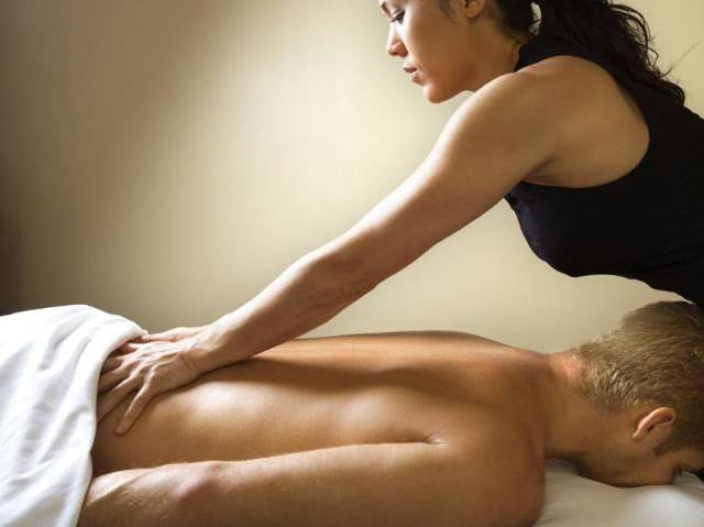 Aromatherapy massage abu dhabi for men by women