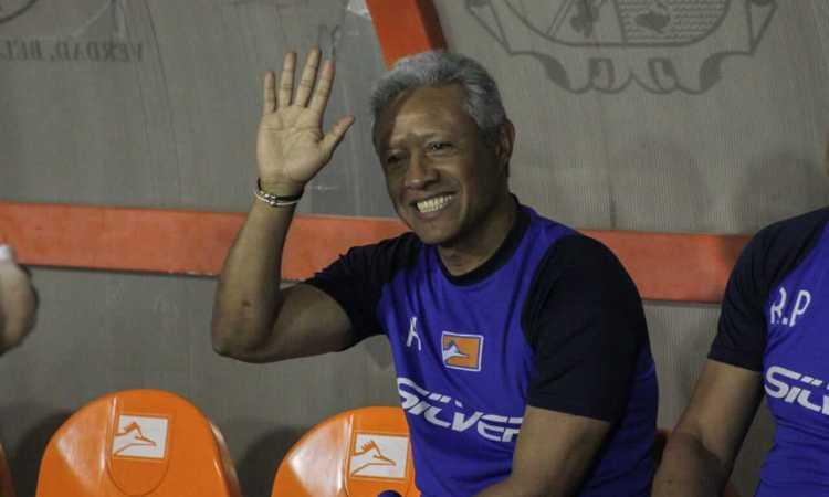 Correcaminos ratifica a Roberto Hernández
