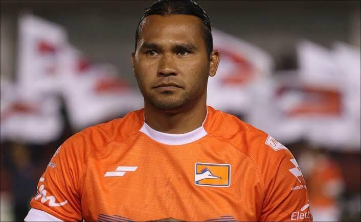 Sí será en El Salvador, 'Gullit' Peña jugará en el Deportivo FAS
